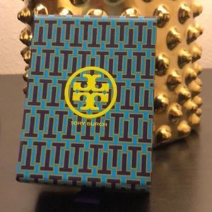 Tory Gift Box - Magnetic Closure